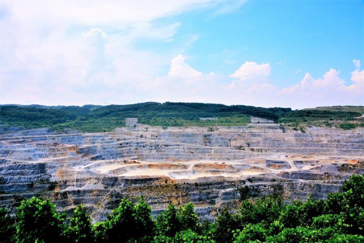 八戸石灰鉱山(八戸キャニオン)