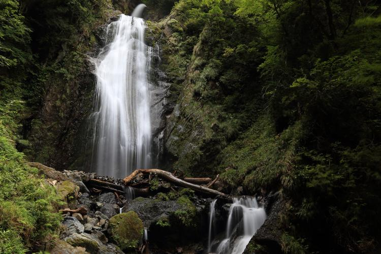 抱返り渓谷(回顧の滝、抱返神社など)