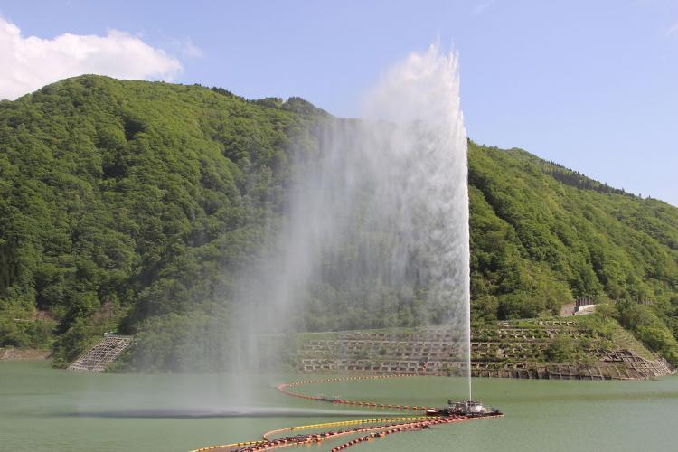月山湖噴水