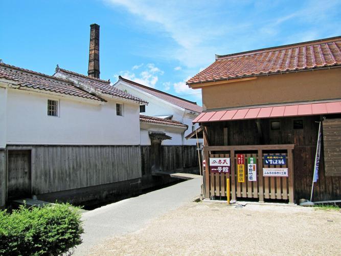打吹玉川伝統的建造物群保存地区(倉吉白壁土蔵群)