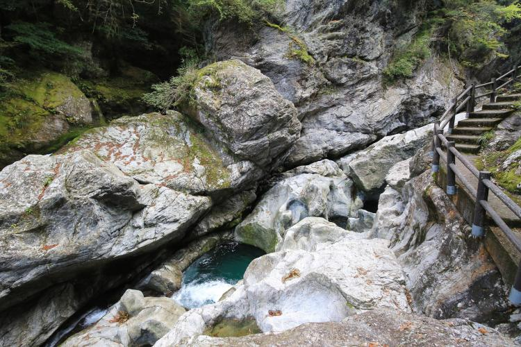 八釜の甌穴群