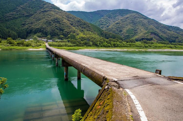 高瀬沈下橋(四万十川)